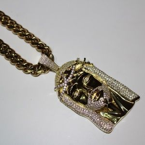 ICED OUT JESUS HEAD Pendant 20carats w/ Chain